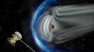 Магнитосфера Сатурна изображена серым цветом, а зона ударной волны от солнечного ветра, которая окружает магнитосферу, показана синим цветом