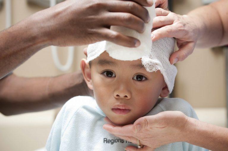 Даже небольшая травма головы у ребенка может иметь долгосрочные последствия