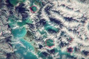 """в """"смертельном треугольнике"""" образуются очень необычные облака, которые создают страшные ветры до 274 км/час и взрывы воздуха, сравнимые по силе со взрывом авиабомбы"""