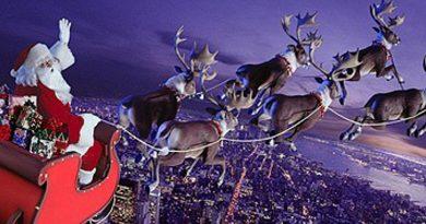 Теория относительности Эйнштейна объясняет, как Санта может поместиться в дымоходах и доставлять подарки оставаясь невидимым