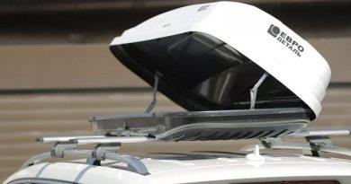 Британская семья обнаружила мигрантов, прячущихся в грузовом ящике на крыше их автомобиля